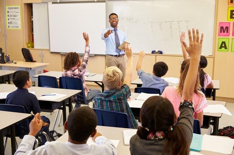 kids-raising-hands-class